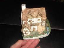 COLLECTABLE MINIATURE SUMMIT WATERWHEEL COTTAGE VERY DETAILED GOOD SIZE 4.25""
